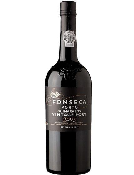Une bouteille de Fonseca Guimaraens Vintage 2005
