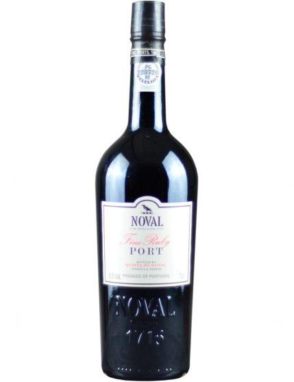 Une bouteille de Quinta do Noval Fine Ruby Porto