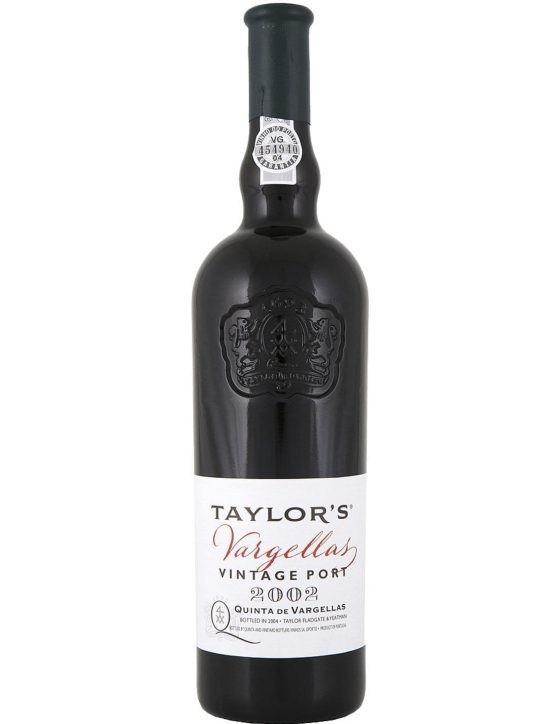 Une bouteille de Taylor's Vargellas Vintage 2002 Porto