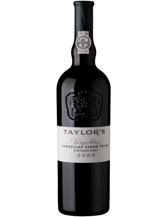 Une bouteille de Taylor's Vargellas Vinha Velha Vintage 2009 Porto